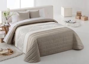 sypialnia - łóżko z narzutą